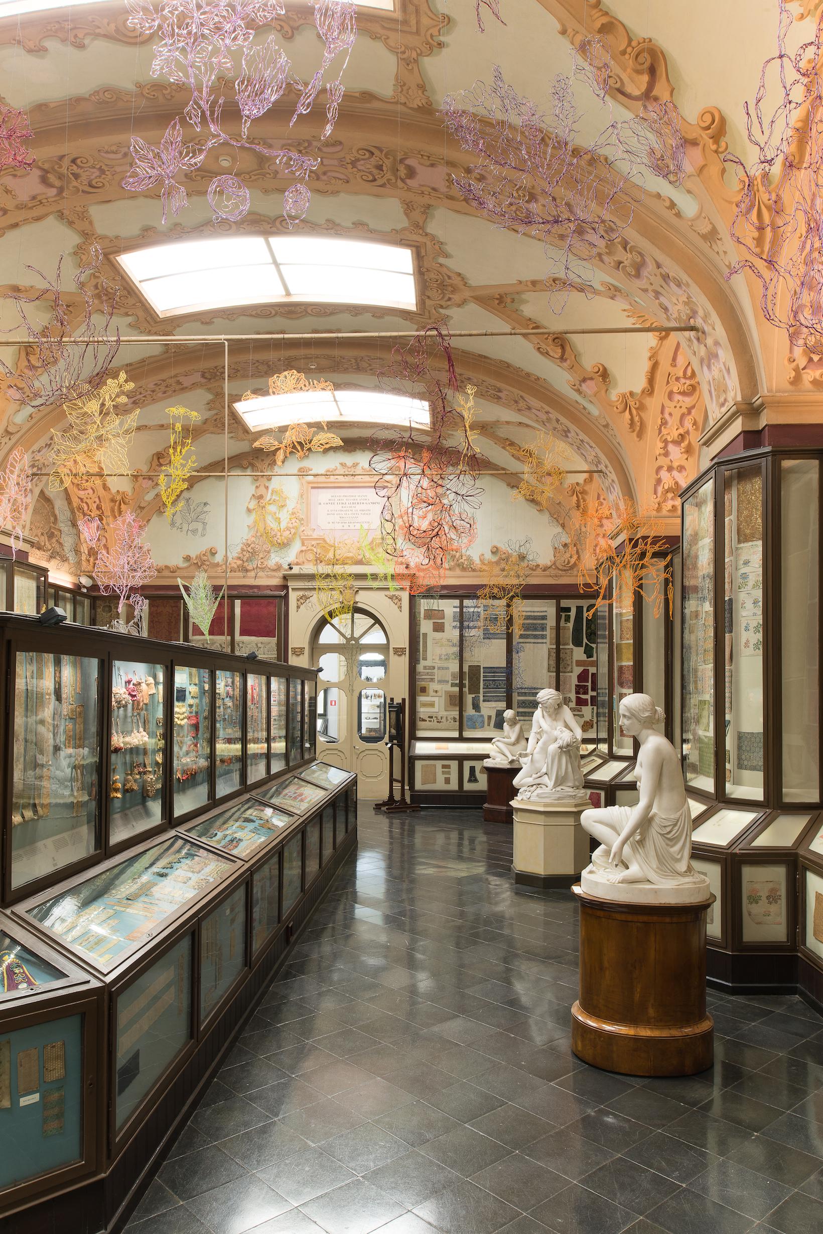 Installazione alla Sala Gandini dei Musei Civici di Modena. 46 elementi +25 all'nterno delle vetrine. Foto Rolando PGuerzoni